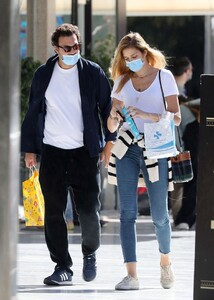 ana-beatriz-barros-and-karim-el-chiaty-out-in-athens-10-24-2020-9.jpg
