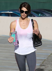 ashley-greene-booty-in-tights-at-a-gym-in-west-hollywood_1.jpg
