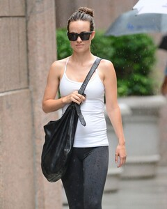 olivia-wilde-out-and-about-in-new-york-1607_1.jpg