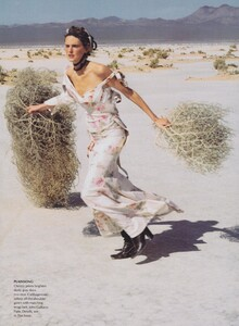 Elgort_US_Vogue_June_2001_08.thumb.jpg.e55d2638c95b7e2de8bd3bfc0154a191.jpg