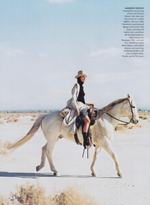 Elgort_US_Vogue_June_2001_09.thumb.jpg.4eca65cce70bd6390b1443cc2badb6b4.jpg