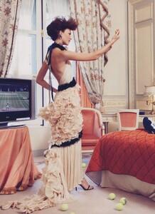 Elgort_US_Vogue_October_2009_05.thumb.jpg.0aa1f72f6bfeedf0d957cdcd40cea6dc.jpg