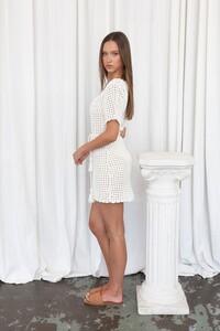 Isabelle-Quinn-Sofia-Mini-Ivory2_9e3b8550-168d-4ce9-a416-e65abe04a57e_1000x.thumb.jpg.705857fd7c73b1df84ba1bf3a7d6b156.jpg