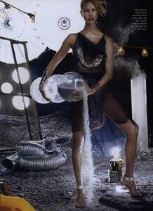 Space_Klein_US_Vogue_June_2003_04.thumb.jpg.9699d87fc9d72a83e1704dac05e836a6.jpg