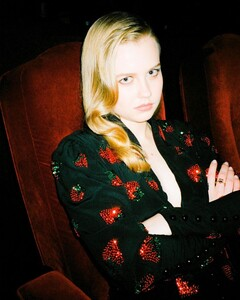 angourie-rice-at-a-photoshoot-june-2019-2.jpg