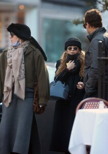 mary-kate-olsen-out-in-new-york-11-16-2020-0.jpg