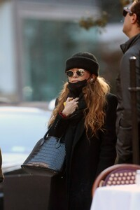 mary-kate-olsen-out-in-new-york-11-16-2020-1.jpg