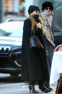 mary-kate-olsen-out-in-new-york-11-16-2020-5.jpg