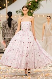 Lauren de Graaf Chanel Spring 2021 Couture 1.jpg