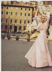 Elgort_US_Vogue_December_1994_11.thumb.jpg.36e5b77cf7b31e6d90d7edc7f50fad5f.jpg