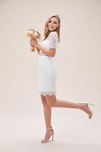 beyaz-dantel-islemeli-kisa-kollu-yuksek-yaka-kisa-nikah-elbisesi-2021-collection-oleg-14441-67-B.jpg
