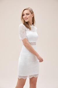 beyaz-dantel-islemeli-kisa-kollu-yuksek-yaka-kisa-nikah-elbisesi-2021-collection-oleg-14443-67-B.jpg