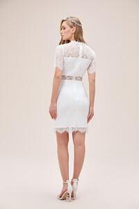 beyaz-dantel-islemeli-kisa-kollu-yuksek-yaka-kisa-nikah-elbisesi-2021-collection-oleg-14444-67-B.jpg