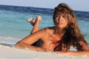 sara-varone-nuda-in-spiaggia.jpg