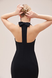 siyah-halter-yaka-krep-uzun-elbise-koleksiyon-oleg-cassini-14359-66-B.jpg