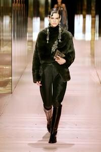 00002-Fendi-Couture-Spring-21.thumb.jpg.10116e89ed461017f1673ecb32aeb193.jpg