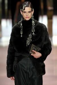 00002-fendi-couture-spring-21-details.thumb.jpg.0c172a0ac8126d9f9560a5c420d1a023.jpg
