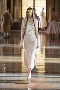 00014-Valentino-Couture-Spring-21.thumb.jpg.6d6dca1c627bd86ba5dd4acd932beec6.jpg