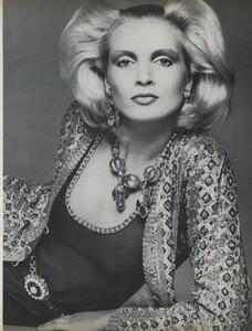 Avedon_US_Vogue_September_15th_1972_02.thumb.jpg.bbc8089780ef06477d4586559988c276.jpg