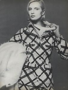 Avedon_US_Vogue_September_15th_1972_10.thumb.jpg.2ecbe601f66ca93091e6db930a679756.jpg