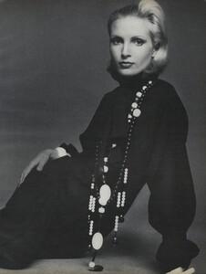Avedon_US_Vogue_September_15th_1972_12.thumb.jpg.5ff19794221c43ed918ff96ddb6953ee.jpg
