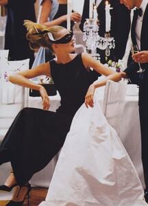 Ball_Meisel_US_Vogue_December_1997_06.thumb.jpg.cbe1c64a8fb47205cced110e5bb8d273.jpg