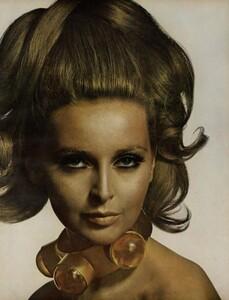 Beauty_US_Vogue_April_1st_1967_04.thumb.jpg.9d373882f0401d85169a65ffa5c6251b.jpg