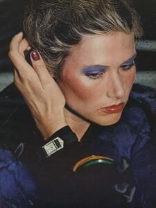 Beauty_US_Vogue_September_15th_1972_02.thumb.jpg.1520176e7e0ca92e67438381d8eca703.jpg