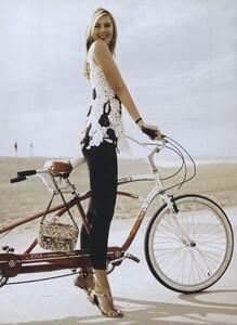 MS_Jean_Roy_US_Vogue_April_2007_02.thumb.jpg.5bf041ffcad5d8df10e761c572239efc.jpg
