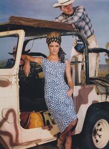Meisel_US_Vogue_April_2000_09.thumb.jpg.f7e760dde4991d7ad093c7ad3ca0f865.jpg
