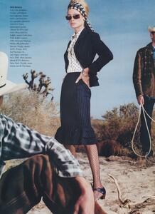 Meisel_US_Vogue_April_2000_10.thumb.jpg.53413453adcbe21ef75b85bf3f676018.jpg