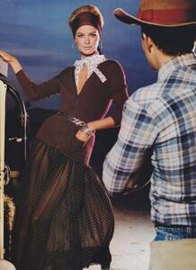 Meisel_US_Vogue_April_2000_16.thumb.jpg.c338322fb2e37993573536ce013c56e2.jpg