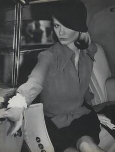 Pakchanian_US_Vogue_January_1973_01.thumb.jpg.f934f1ec3e7387e25f11cb7ffee73276.jpg