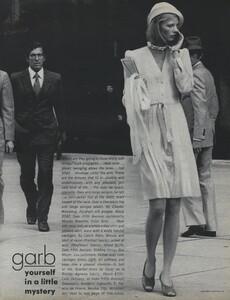 Pakchanian_US_Vogue_January_1973_04.thumb.jpg.0e0f8ce9f060008be93cf0bb07faee6d.jpg