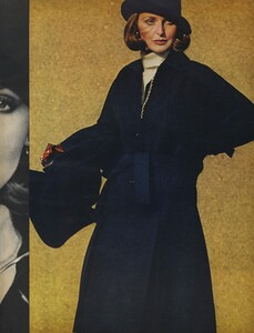 Stone_US_Vogue_September_15th_1972_02.thumb.jpg.c745b0c326c870389b47d515112b77d2.jpg