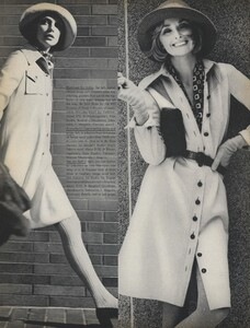 Stone_US_Vogue_September_15th_1972_06.thumb.jpg.638117c6dc233c0925902d1d5f9d7c3e.jpg