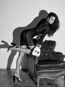alexei-bazdarev-modefotograf-fashion-editorial-duesseldorf-model-tara-loftstudio-167.thumb.jpg.fd190e27d315f425a11e82d0549c326d.jpg