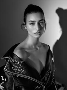 alexei-bazdarev-modefotograf-fashion-editorial-duesseldorf-model-tara-loftstudio-169.thumb.jpg.8024f265d34f4e5d5f61c4c8d4852ce3.jpg