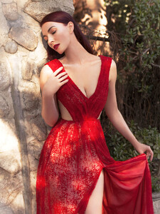 elias-tahan-red-dress-fairytale-chrystabell-web.thumb.jpg.f86f575476e088525e6d1381520b3ae0.jpg