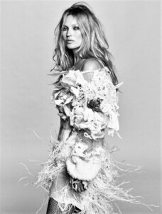 Kate+Moss+Luigi+Iango+Vogue+Hong+Kong+March+2021+(2).jpg