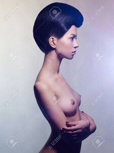 80165982-art-fashion-studio-photo-of-nude-elegant-woman-on-a-colored-pastel-background-perfect-body-beauty-an.thumb.jpg.60835042b9cabfcb5951f829734fac12.jpg