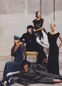 Fashion_Leibovitz_US_Vogue_September_1997_04.thumb.jpg.97177d32b3e30251fc228df63d3b3bc3.jpg