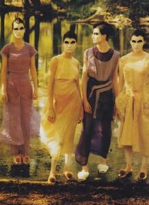 Fashion_Leibovitz_US_Vogue_September_1997_06.thumb.jpg.fb8dc8af1e4d6128d390e5bfebcc03cb.jpg