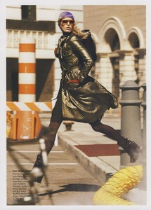 Protect_Meisel_US_Vogue_October_2006_16.thumb.jpg.27663338c8d57430d1bdeae5a94bcb9a.jpg