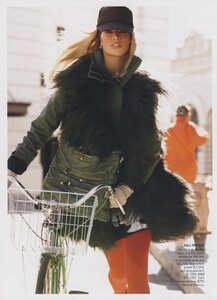 Protect_Meisel_US_Vogue_October_2006_17.thumb.jpg.3b4ad7348d35215777903ccac3454376.jpg
