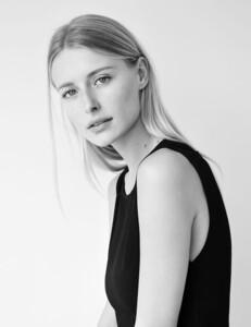 Sasha-Schenkel-13.jpg
