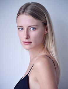 Sasha-Schenkel-16.jpg