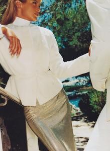 Testino_US_Vogue_September_1999_03.thumb.jpg.6cc4bf578b8953c4f38e36d3c2fe1de7.jpg