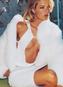 Testino_US_Vogue_September_1999_14.thumb.jpg.c8720eb5864f9601d91b2484ad0aa75a.jpg