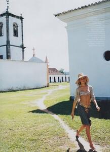 Way_Testino_US_Vogue_March_2002_10.thumb.jpg.74a92b1836f14b77c622af0d1d8d0841.jpg